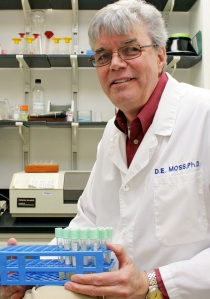 dr moss in the lab - cropped - UTEP News service